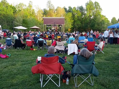the 2013 Wine & Song concert series at Grove.